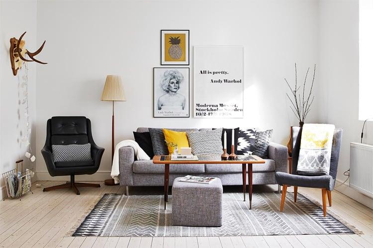 Một trong những chiếc ghế sofa màu xám thân thiện và phổ biến với giá cả phải chăng chính là Ikea Karlstad.